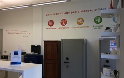 SEI Sistemi di Sicurezza Padova esposizione casseforti in via Pellizzo